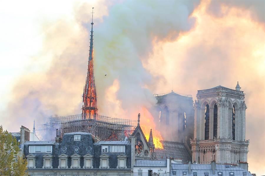 巴黎圣母院大火!LVMH捐2亿欧元协助修复